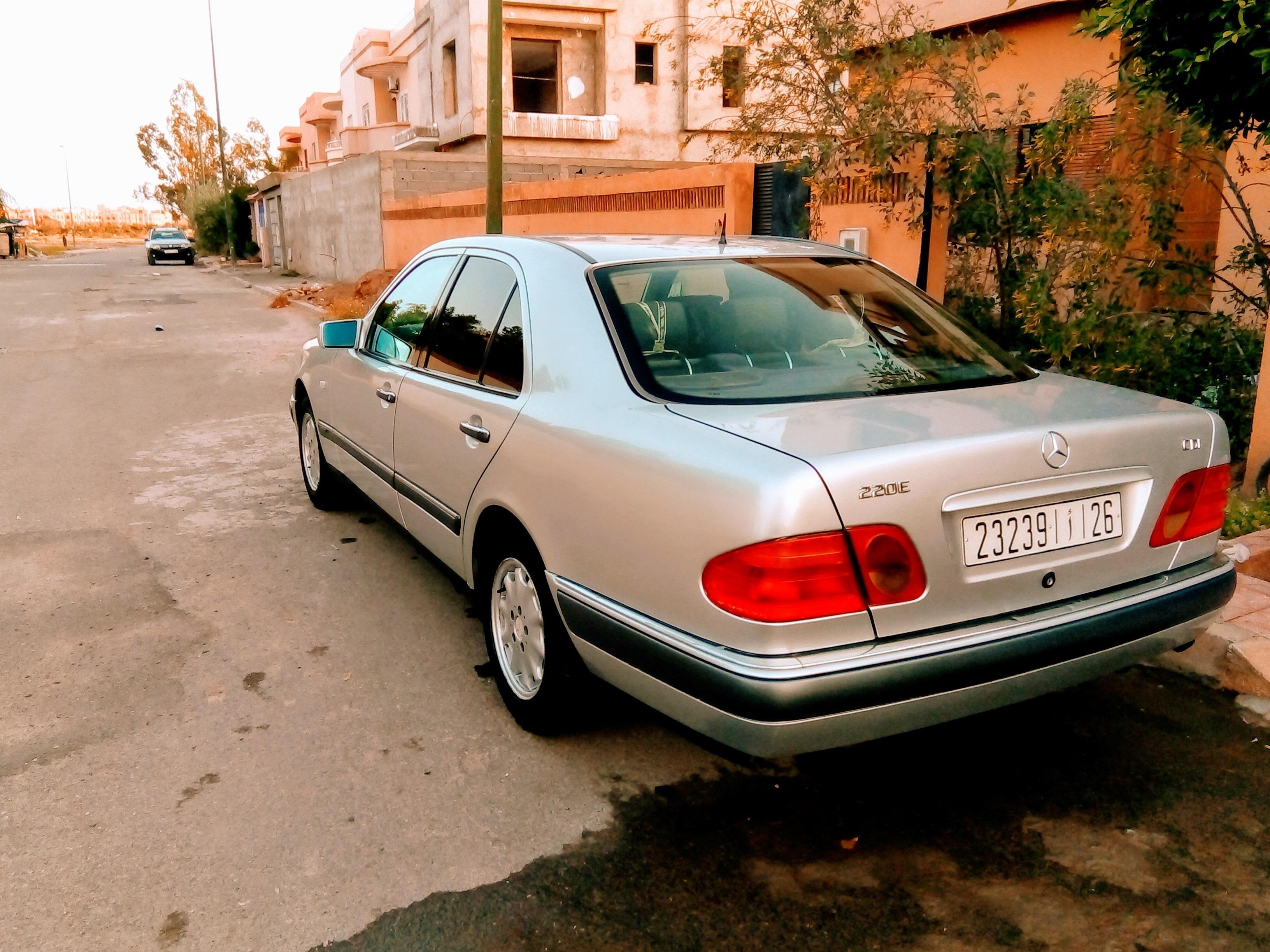 MercedesE220 Elégance 9 ch